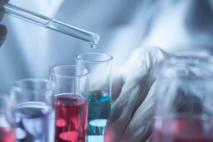 化学メーカーへの転職に有利になる資格