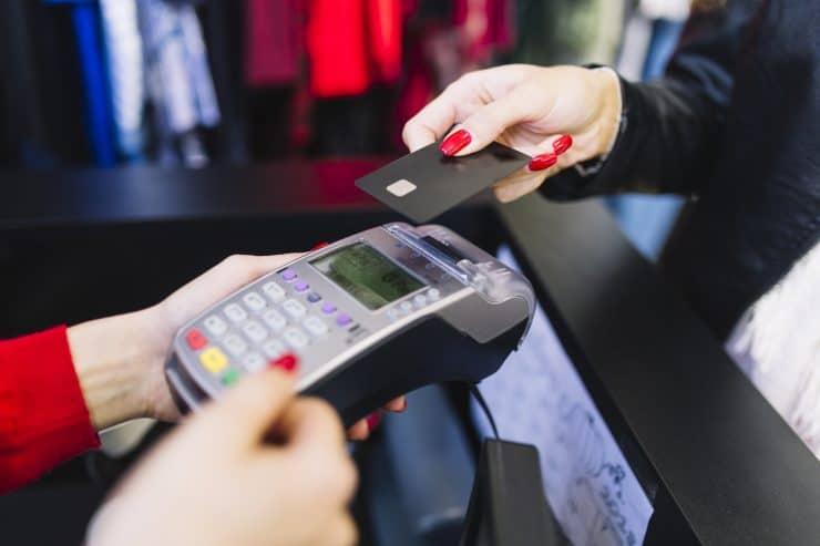 収入を確認せずにクレジットカードを取得する