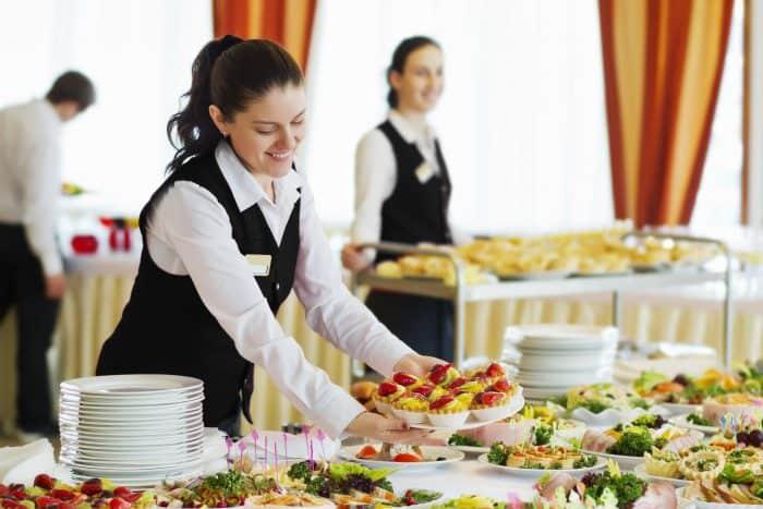 宴会場やレストランのウェイター・ウェイトレス