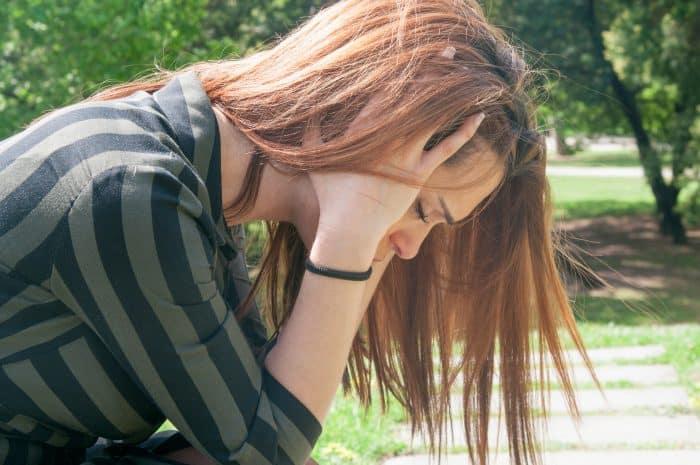 30代で転職に悩む女性