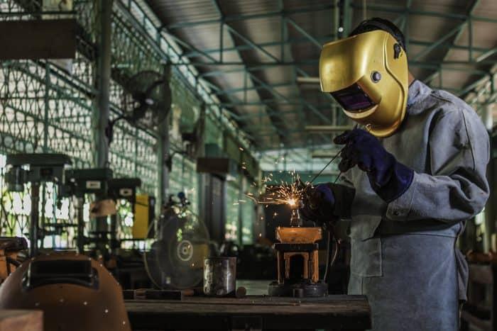 工場に転職するメリットとは?