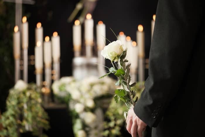 葬儀屋に転職するために必要なスキルや資格について