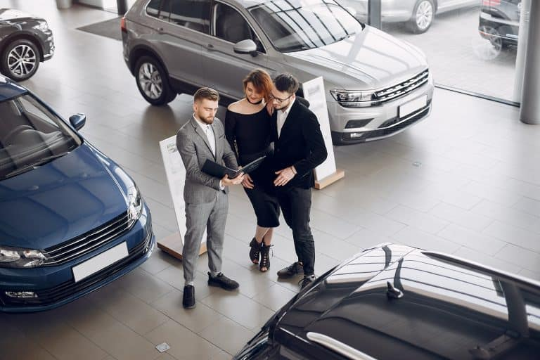 ディーラーから転職できる?自動車営業を活かした転職先・求人を紹介