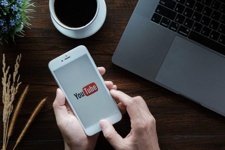 平均 年収 youtuber