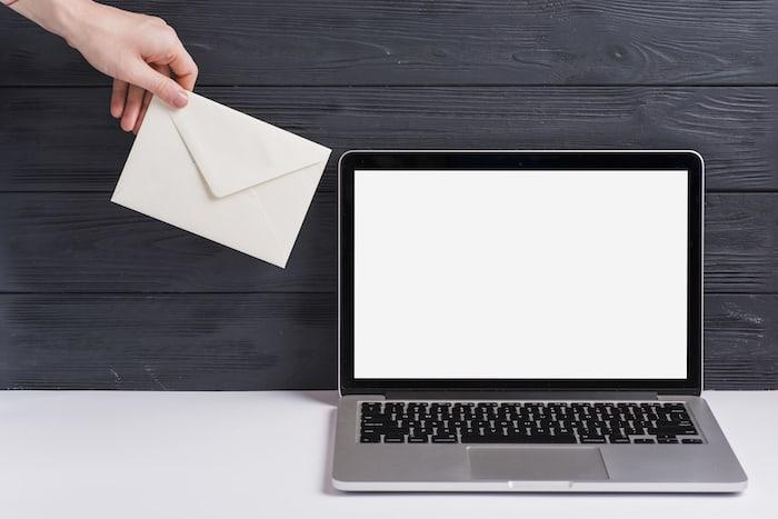 3.上司にメールで退職を伝える時のタイミングや例文について