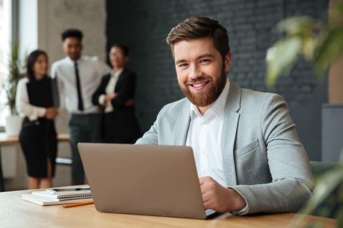 RPA関連の仕事の将来性を語る男性