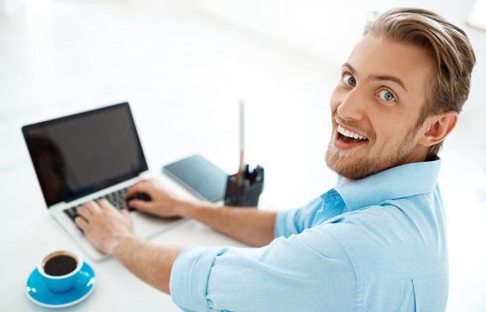 未経験からweb系の職種に挑戦する男性