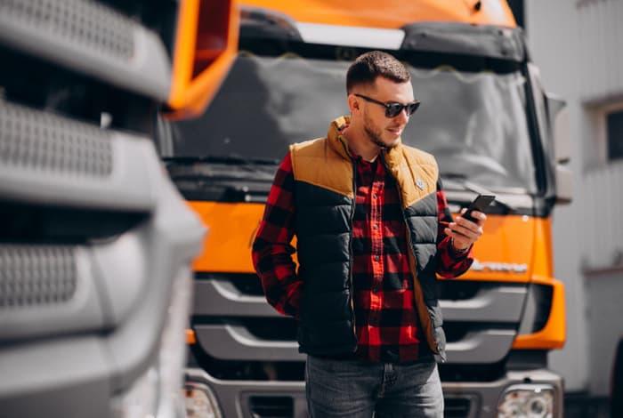 トラック運転手に転職するために準備しておくこと