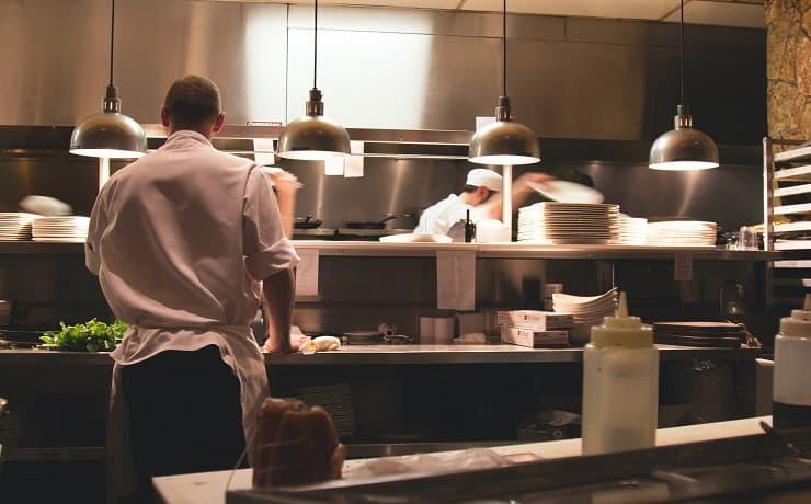 調理師から未経験職種への転職は可能?成功事例や具体的な方法を紹介