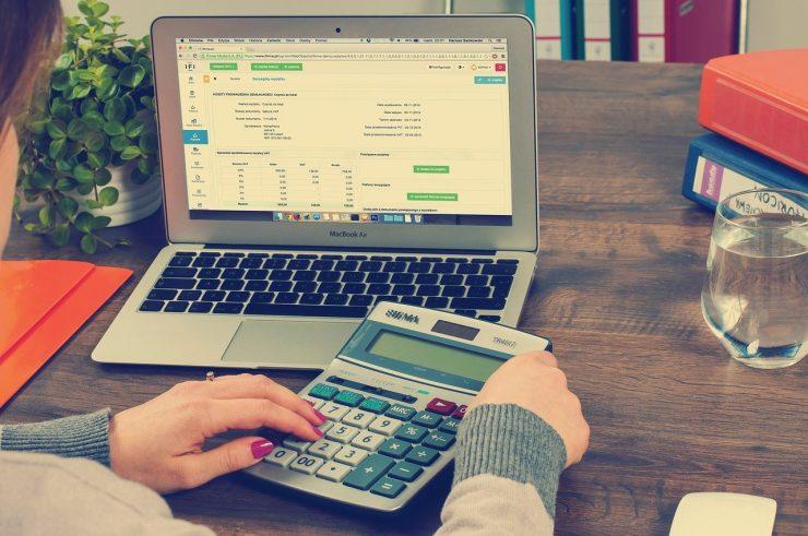 経理へ転職したい人必見!年収アップに有利な資格や転職事情を紹介