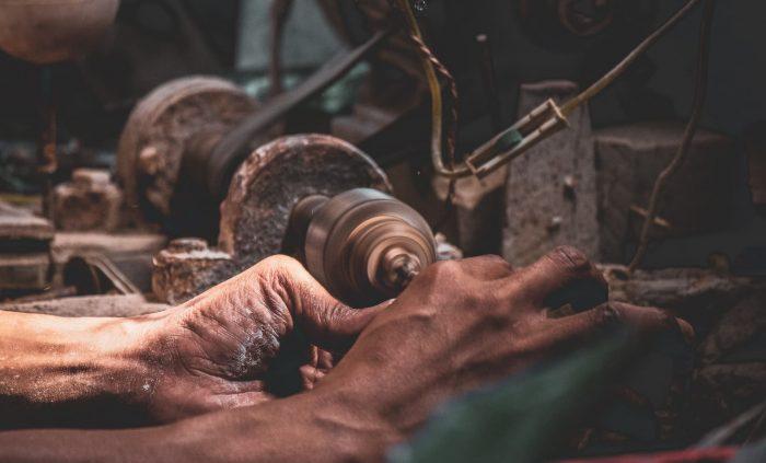 【将来が危ない】長期間工場で働くことをおすすめしない理由2つ