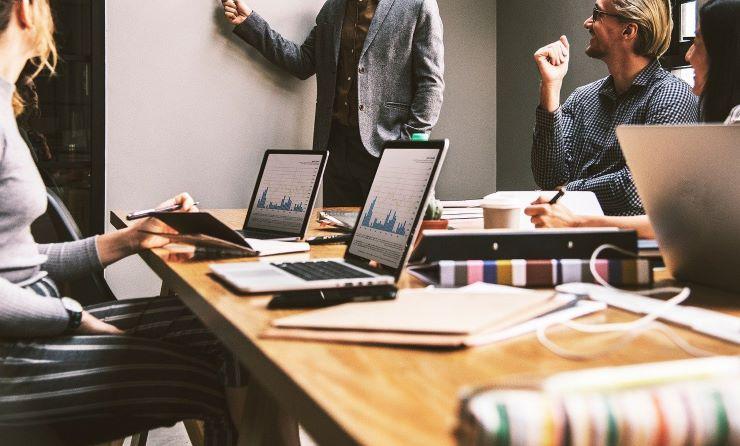 未経験から人事への転職は難しい?転職事情や有利になるスキルを紹介