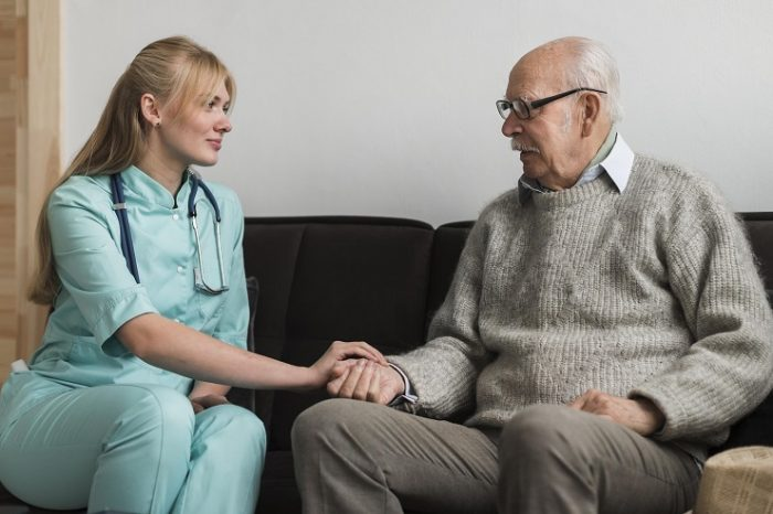 介護福祉士の仕事内容と労働時間