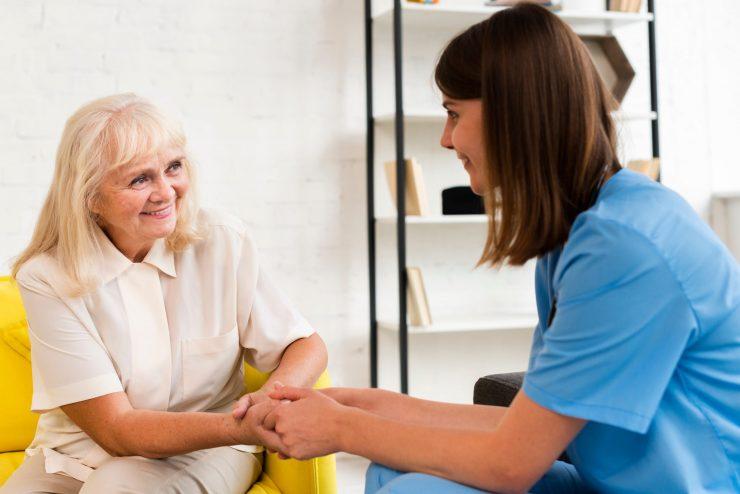 訪問看護でできることとは?サービス内容や訪問介護との違いも解説