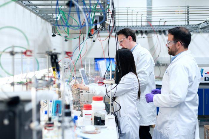 化学メーカーの職種と求人情報
