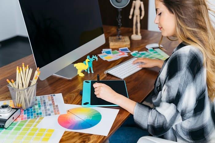 デザイナーの転職後の給料や働き方